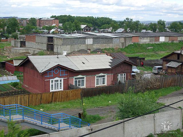ул.Лазо около нового виадука, старый ж/д дом, 2009г.