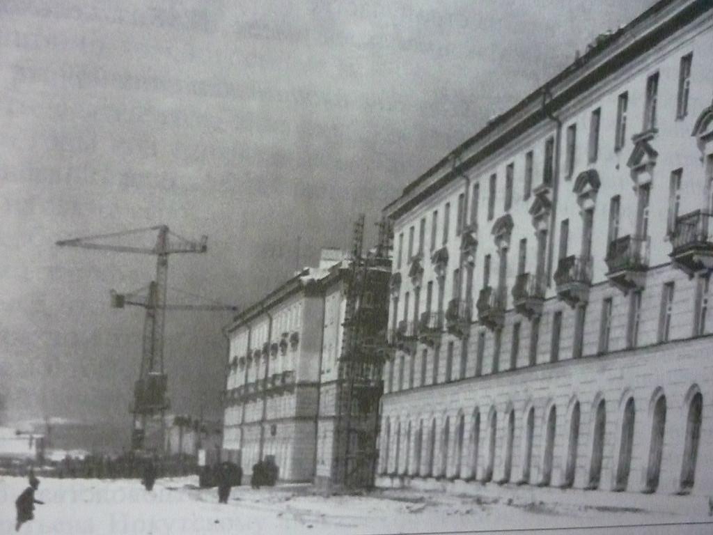Дом по ул.Сибирских партизан 16 Ателье мод раньше (гастрономический мир)