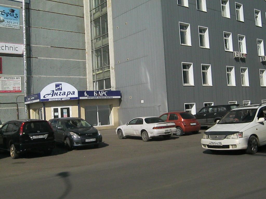 Угол ул М. Ульяновой и Вогоградской. Здание обувной фабрики.