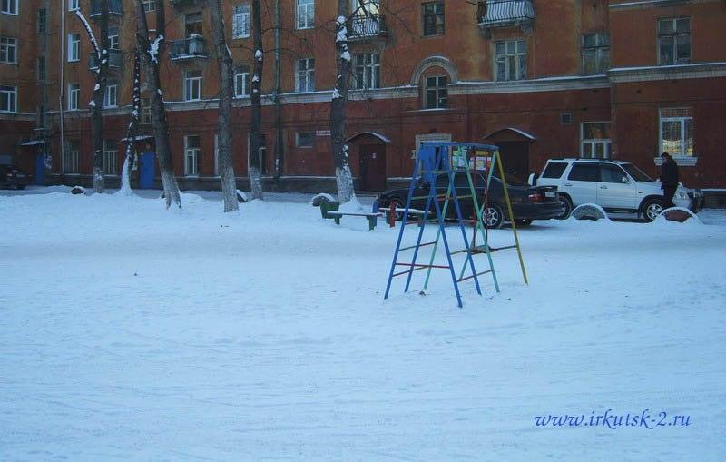 Двор дома по ул. Сибирских партизан 16